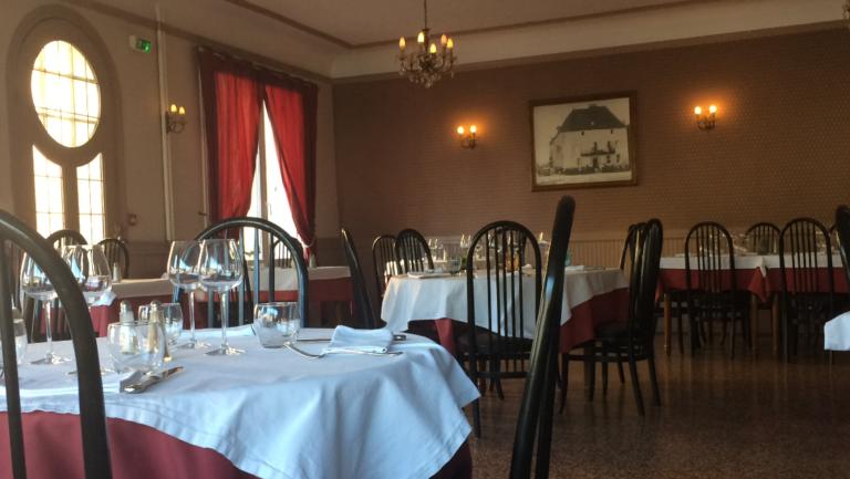 Salle restaurant Verdun sur le Doubs Les 3 Maures